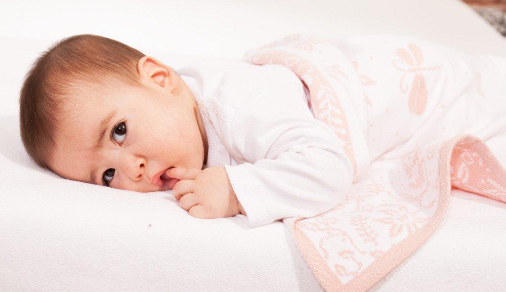 Babydecke-Bsp-WieseOGyvDIlwtO0Ng